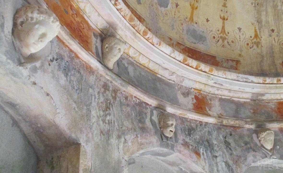 Interno affrescato del tempio rotondo