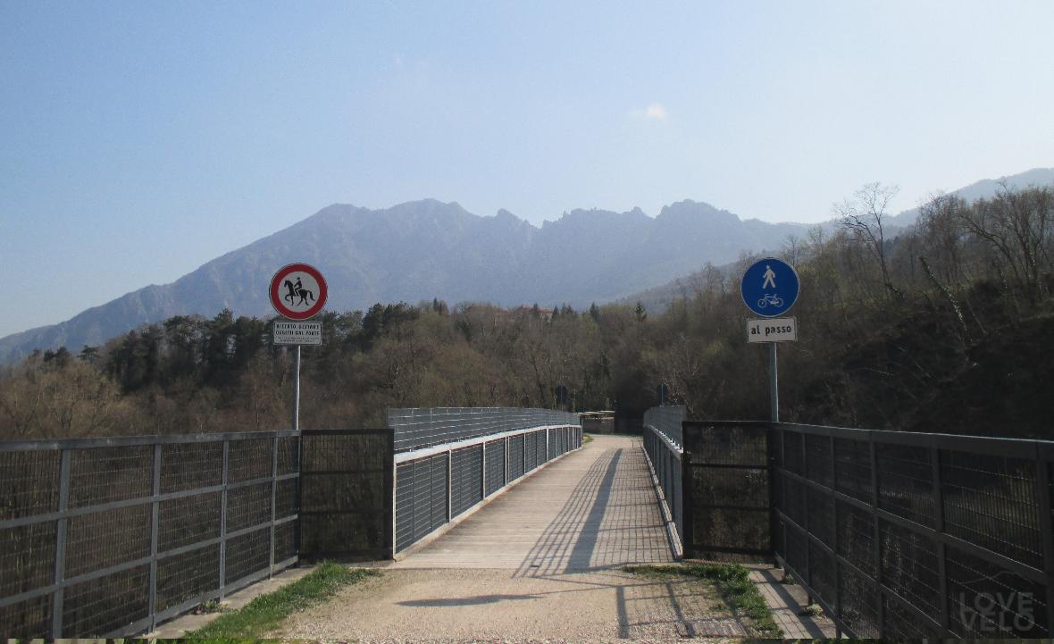 Ponte sul torrente Posina